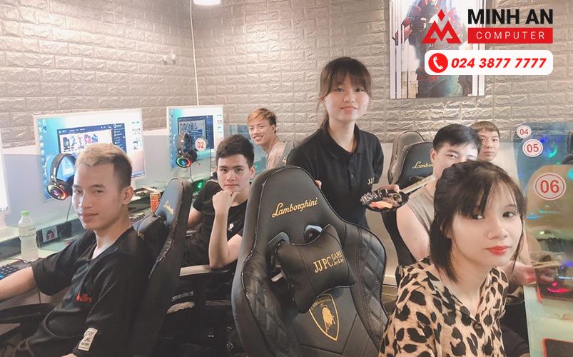 Nhân viên của Cyber Game Hàn Quốc tại Mai Dịch,