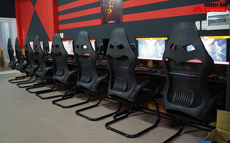 Dàn máy và bàn ghế tại Eternity Gaming