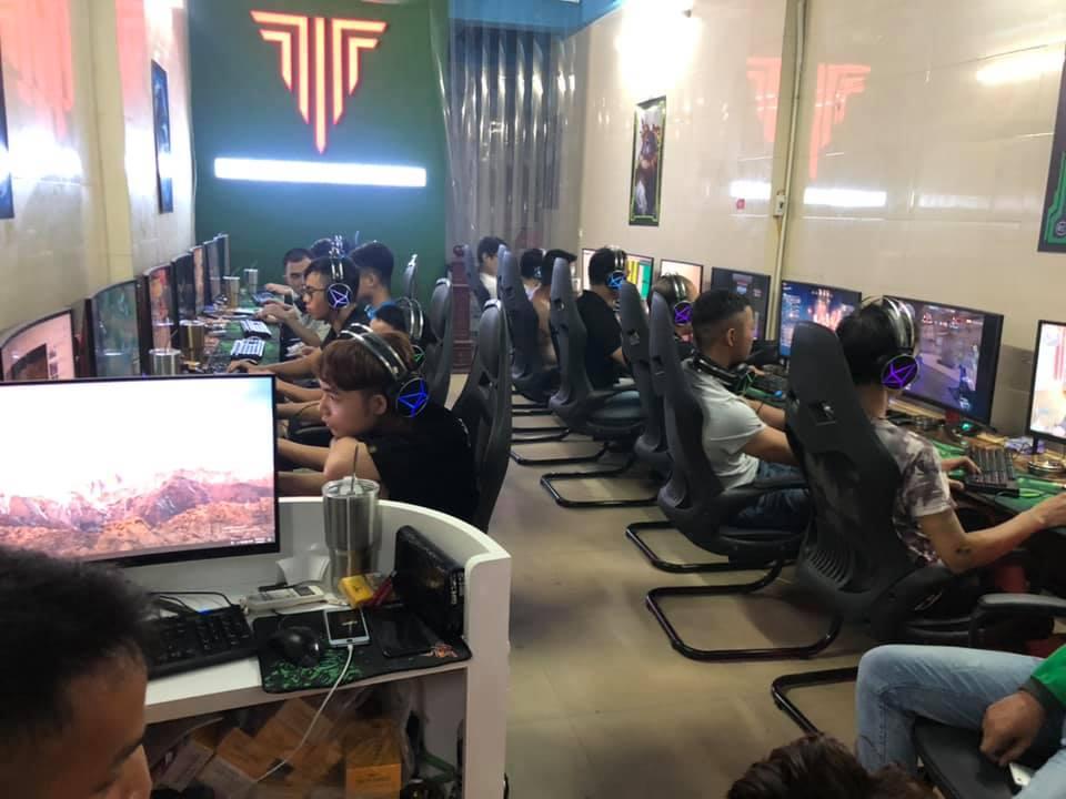 Lượng khách đông đảo đến với T&T Cyber Game